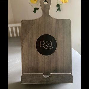 ROSANNA PANSINO cookbook/tablet holder
